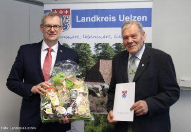 Plattdeutsch-Beauftragter Wilhelm Feuerhake feierlich verabschiedet