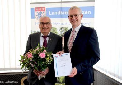 Landkreis verleiht Ehrennadel in Gold an Eckart Bohne
