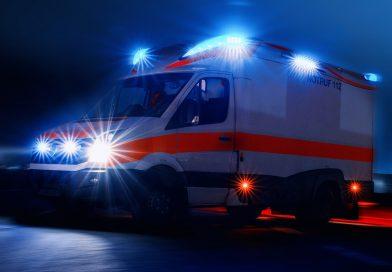 Tödlicher Unfall auf der B 191 – frontal gegen Baum – Beifahrerin verstirbt in Fahrzeugwrack