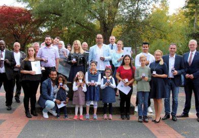 Willkommensfeier: Neubürger freuen sich über ihre deutsche Staatsangehörigkeit