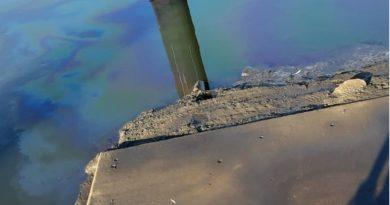 Gewässerverunreinigung auf der Jeetzel und Havarie auf der Elbe