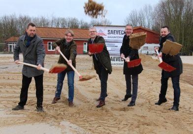 Erster Spatenstich: Landkreis investiert Millionen Euro in neue Sporthalle