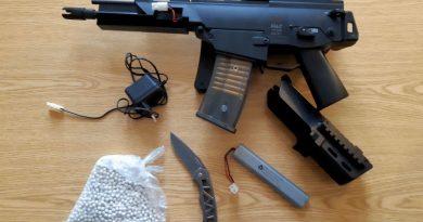 Schnellbremsung verursacht: Mit Softair-Waffe auf Erixx-Bahn angelegt
